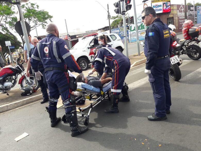 Motorista tenta conversão proibida e atinge motociclista - Crédito: Maycon Maximino