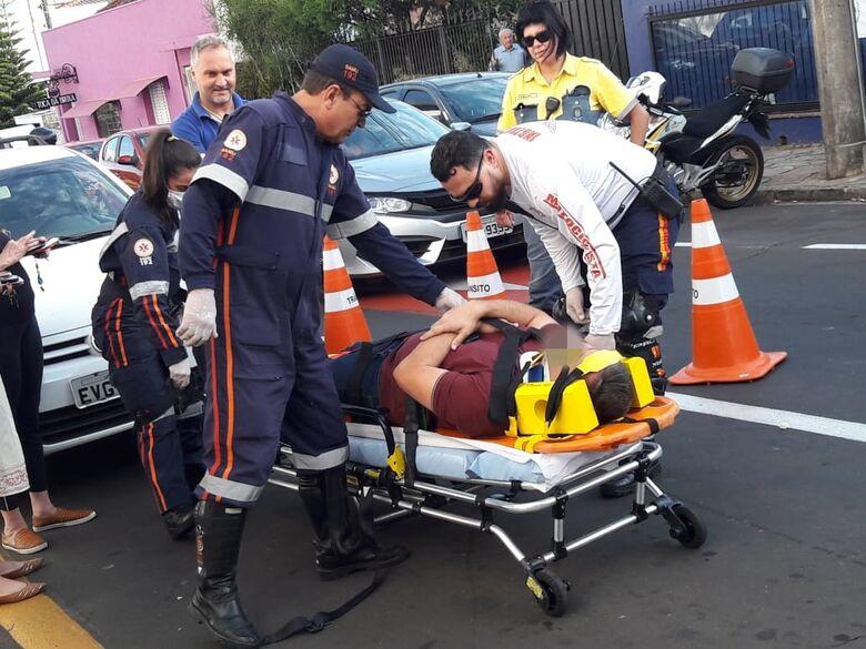 Colisão traseira deixa um ferido no centro - Crédito: Maycon Maximino