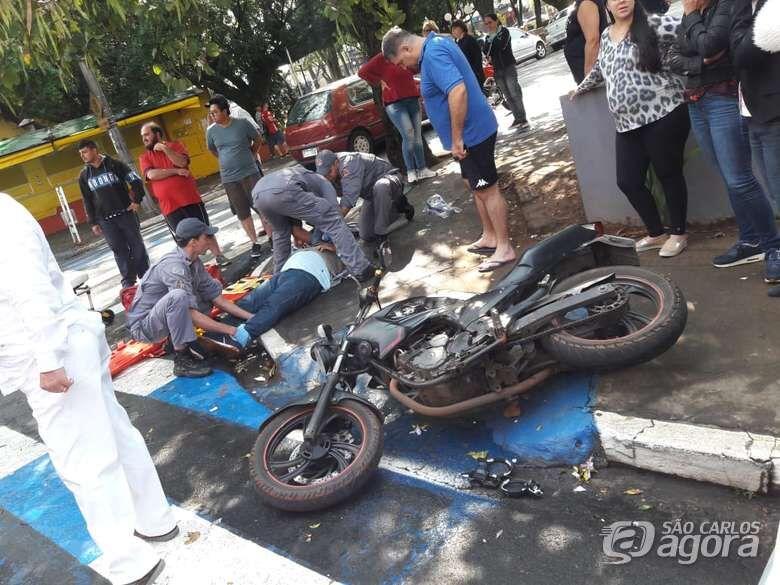 Motociclista sofre fraturas após acidente no centro - Crédito: Maycon Maximino