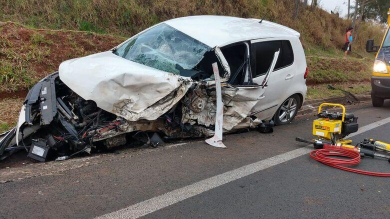 Homem morre ao colidir contra caminhão na SP-215 - Crédito: Descalvado Agora