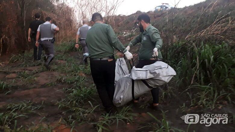 Corpo com mãos e pés amarrados é encontrado na SP-215 - Crédito: Marco Lúcio/São Carlos Agora