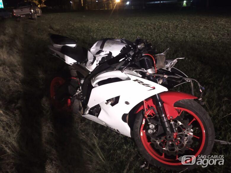 Casal fica ferido em colisão entre carro e moto na Washington Luiz - Crédito: Luciano Lopes