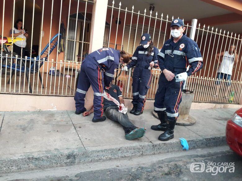 Homem é socorrido pelo SAMU após levar facadas no Jardim Real - Crédito: Divulgação