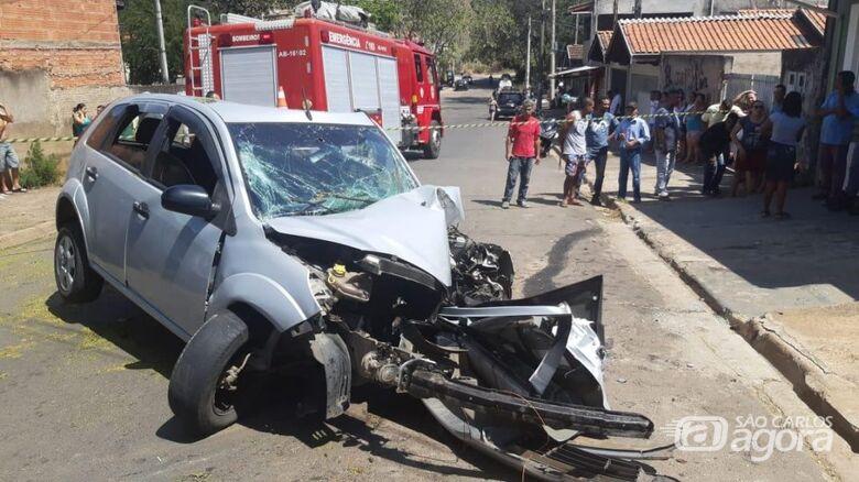 Homem morre após atropelar a ex e bater o carro numa árvore - Crédito: Grupo Rio Claro/Deu BO