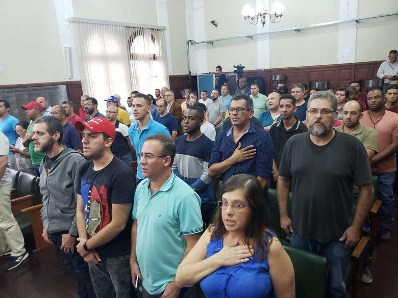 Câmara aprova com 6 emendas regulamentação do UBER em São Carlos - Crédito: São Carlos Agora