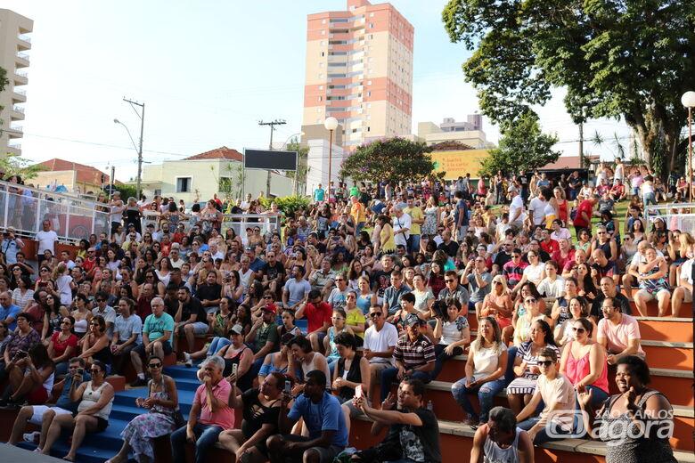 Domingo tem Circuito Arena com Leme e Samba da Antiga no Teatro do centro -