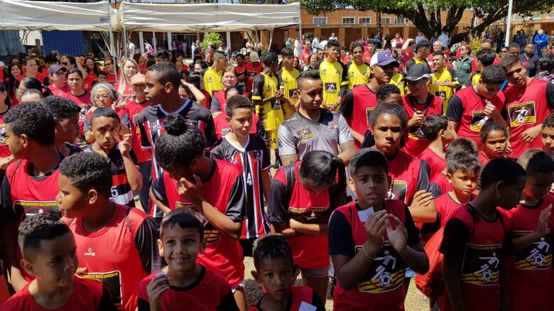 Mais de 500 alunos do Centro da Juventude Elaine Viviani recebem novos uniformes - Crédito: Divulgação