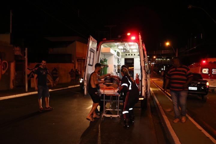 Pedestre é internado em estado grave após ser atropelado por moto - Crédito: Maycon Maximino