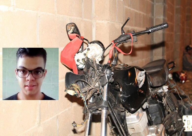 Jovem morre após bater motocicleta em poste na Vila Nery - Crédito: Marco Lucio/Arquivo SCA