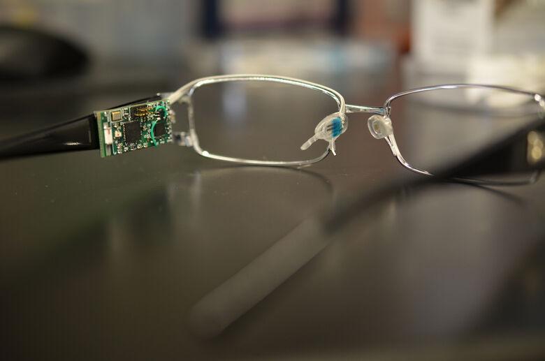 Pesquisadora da USP São Carlos participa de criação de óculos que medem níveis de glicemia, álcool ou vitaminas - Crédito: Divulgação