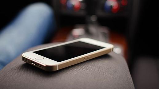 Ladrão furta celular que estava dentro de veículo - Crédito: Banco de Imagens Picjumbo
