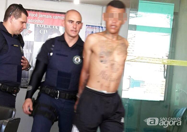 Ladrão é preso pela GM após furtar TVs de residência e carregar em cima de moto - Crédito: Divulgação