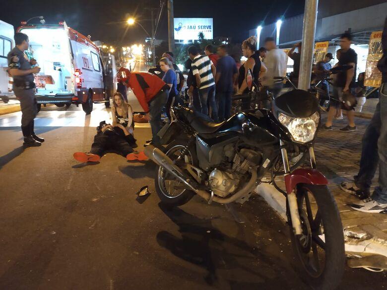 Moto atinge morador de rua no Centro - Crédito: Luciano Lopes/São Carlos Agora