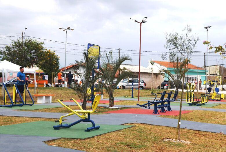 Prefeitura inaugura academia na Praça Ondina Caporaso no Douradinho - Crédito: Divulgação