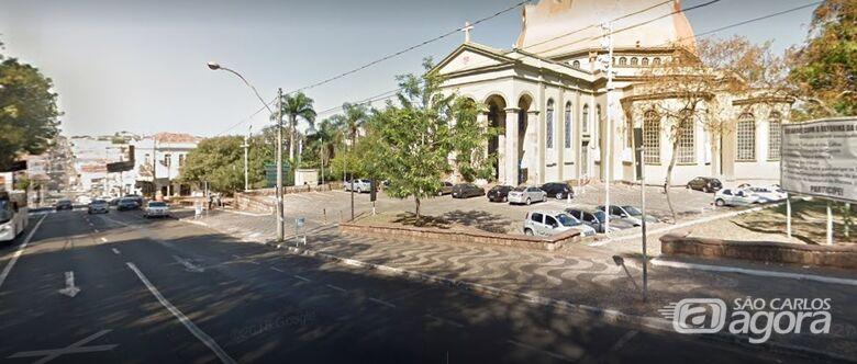 Ladrão assalta dois jovens na Praça  da Catedral - Crédito: Google street view
