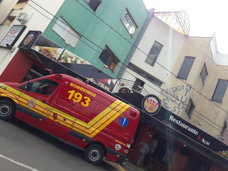 Princípio de incêndio em estabelecimento comercial assusta pessoas - Crédito: Maycon Maximino