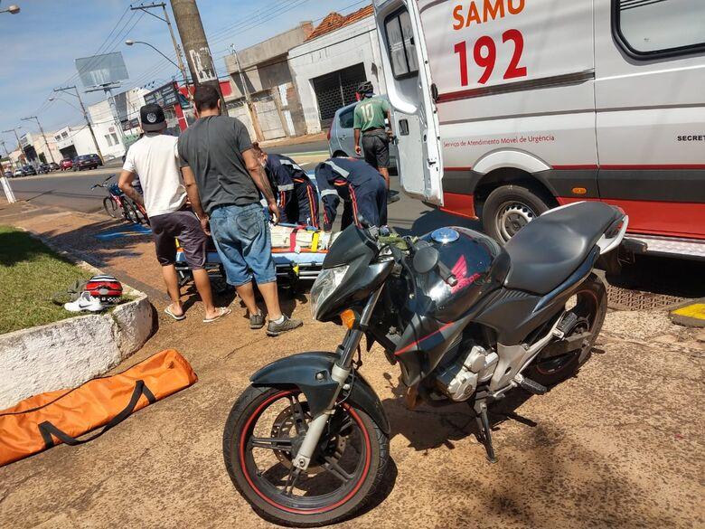 Colisão entre duas motos deixa um ferido na avenida São Carlos - Crédito: Luciano Lopes