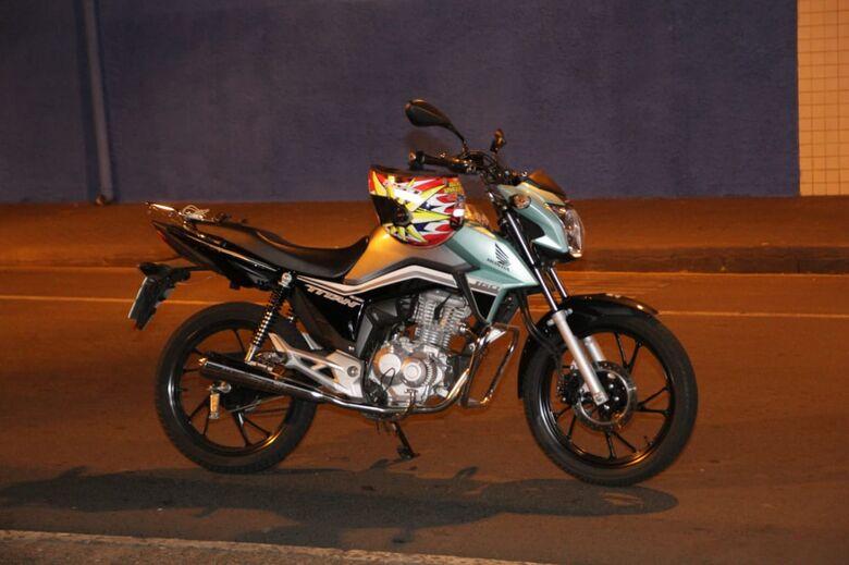 Dupla em moto foge da Guarda Municipal por várias ruas do Centro - Crédito: Marco Lúcio