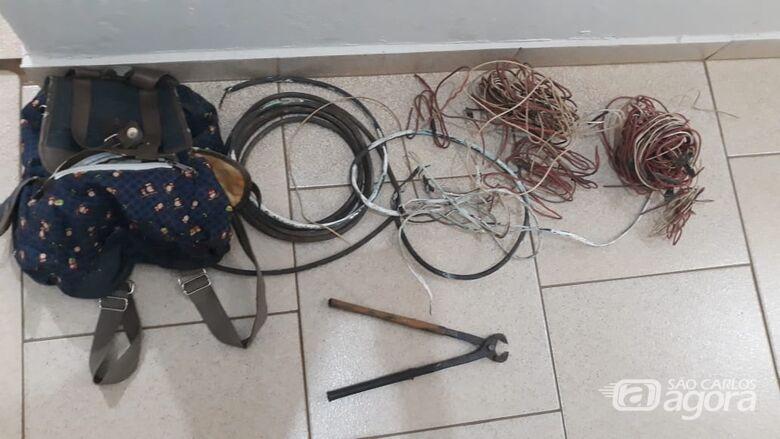 Dupla é detida após tentar furtar fiação de casa em construção - Crédito: Divulgação