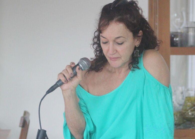 Regina Dias se rende a irreverência de Rita Lee em show semiacústico no Sesc São Carlos - Crédito: Divulgação