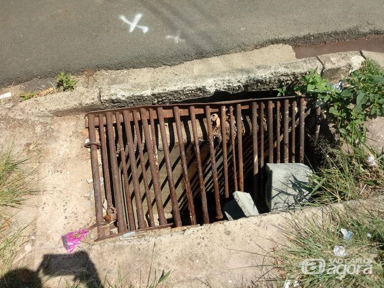 Bueiro e desleixo em calçada causam preocupação no Santa Felícia - Crédito: Divulgação