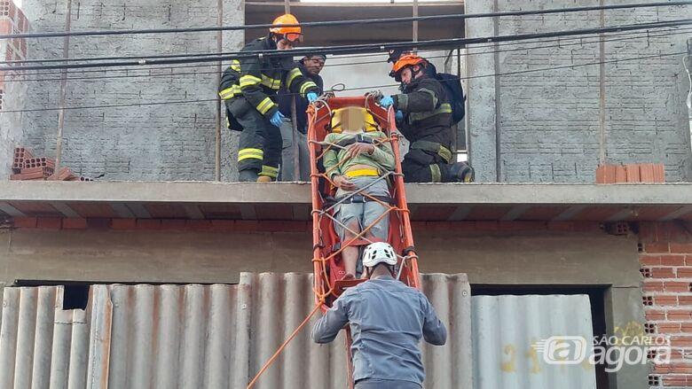 Pedreiro é vítima de descarga elétrica no Prolongamento do Jardim Medeiros - Crédito: Maycon Maximino