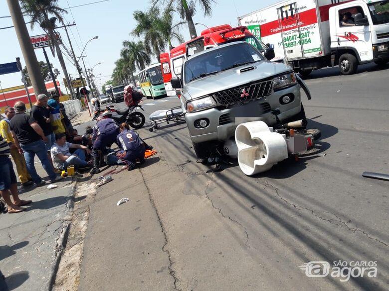Moto é arrastada por 10 metros na Praça Itália - Crédito: Maycon Maximino