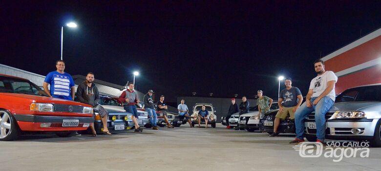 Apaixonados por carros rebaixados e antigos promoverão encontro em São Carlos - Crédito: Divulgação