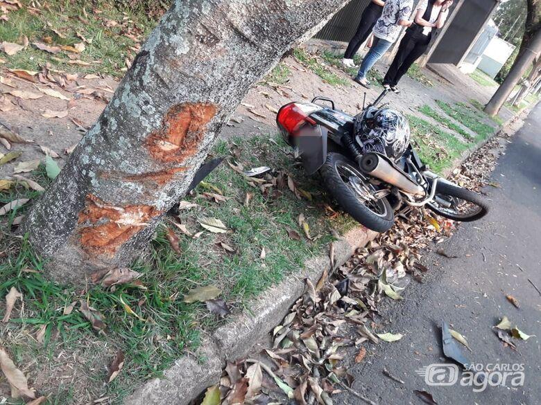Com traumatismo craniano, motociclista é socorrida em estado gravíssimo após acidente - Crédito: Maycon Maximino