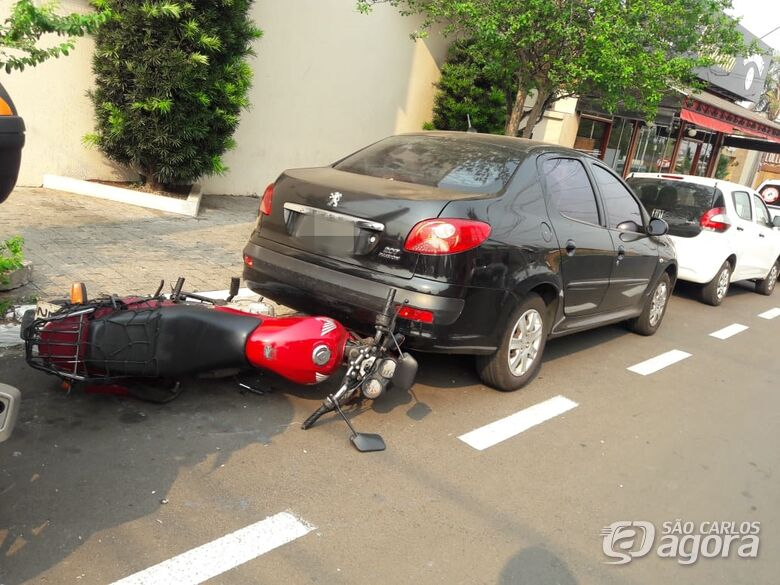 Motorista provoca acidente e carro atinge motociclista - Crédito: Maycon Maximino
