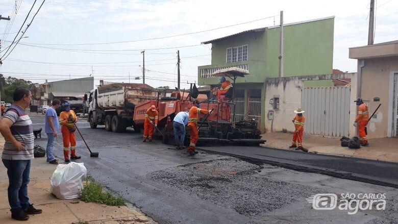 Malabim acompanha e fiscaliza os serviços de recapeamento no Tangará e Douradinho - Crédito: Divulgação