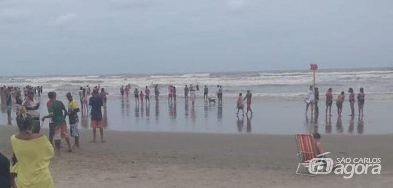 Enquanto se divertia com a namorada, turista desaparece no mar em Praia Grande - Crédito: Reprodução/Praia Grande Mil Grau