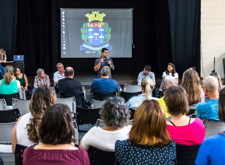 Roselei cobra Prefeitura sobre jornada de trabalho dos professores ACT's - Crédito: Divulgação