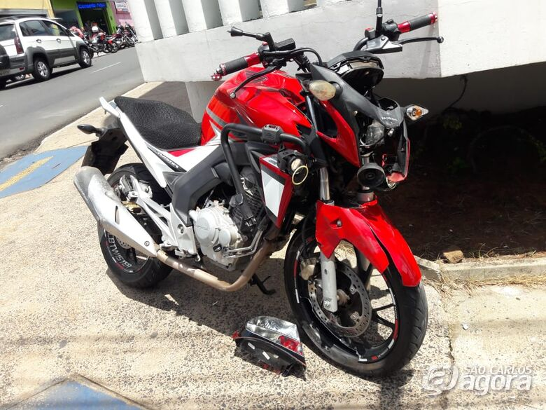 Motociclista sofre ferimentos após colisão no centro - Crédito: São Carlos Agora