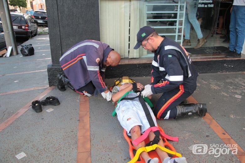 Colisão entre carro e moto deixa motociclista ferido na Rua Larga - Crédito: Marco Lúcio