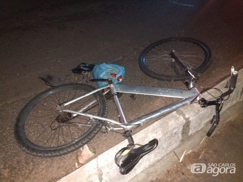 Ciclista é atingido por moto na SP-215 - Crédito: Luciano Lopes
