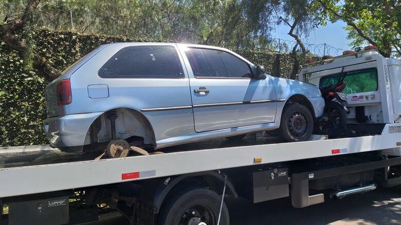 Trio é flagrado desmontando carro furtado - Crédito: Divulgação
