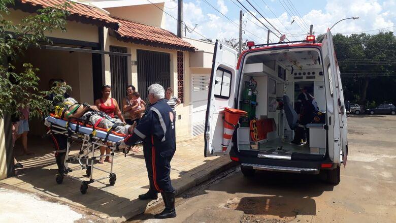 Idoso sofre queda do telhado e sofre ferimentos graves - Crédito: Marco Lúcio