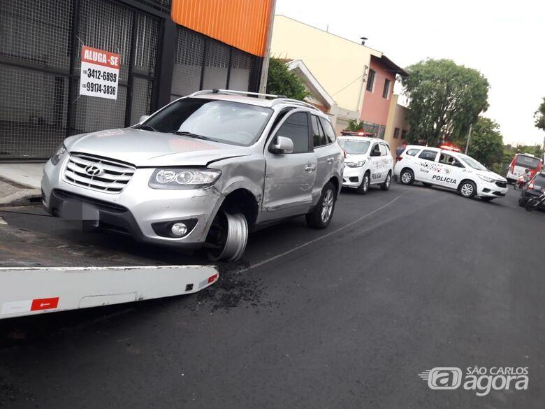 Motorista tenta conversão proibida e colide em ônibus - Crédito: Maycon Maximino