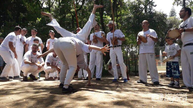 """Vereador Malabim apoia e prestigia a 1ª Semana da Capoeira de São Carlos - """"Capoeira de Mãos Dadas"""" - Crédito: Divulgação"""