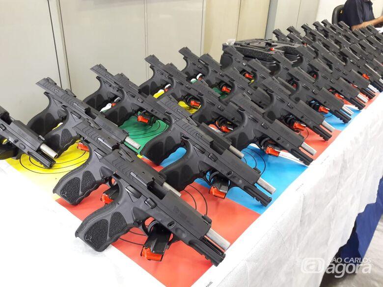 Em solenidade, 50 armas são entregues para a Guarda Municipal - Crédito: Maycon Maximino
