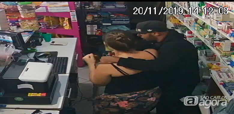 Câmeras de segurança registraram o assalto. - Crédito: Reprodução