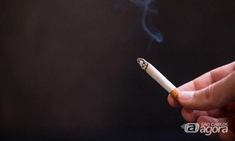 Fumante que jogar bituca de cigarro no chão será multado em cidade da região - Crédito: Agência Brasil