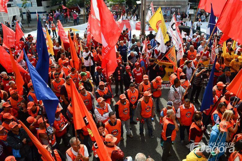 Servidor que se afastar do trabalho para ir a eventos sindicais terá de compensar horas - Crédito: Agência Brasil