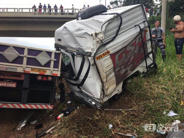 Dois caminhões se envolvem em acidente na Washington Luís - Crédito: Grupo Rio Claro SP