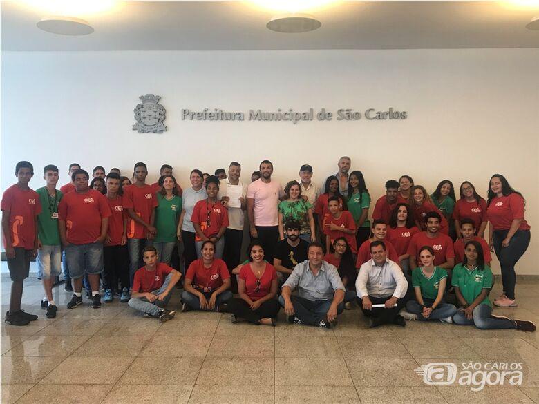Vereador Rodson acompanha alunos do Ceja em visita ao prefeito Airton Garcia - Crédito: Divulgação