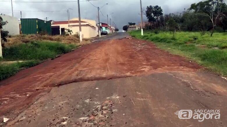 Moradores do Aracy 2 estão revoltados com abandono de rua - Crédito: Reprodução