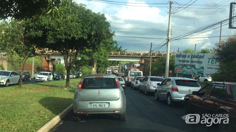 Obras de recape continuam na Tancredo Neves; motorista deve evitar a avenida - Crédito: Colaborador/SCA
