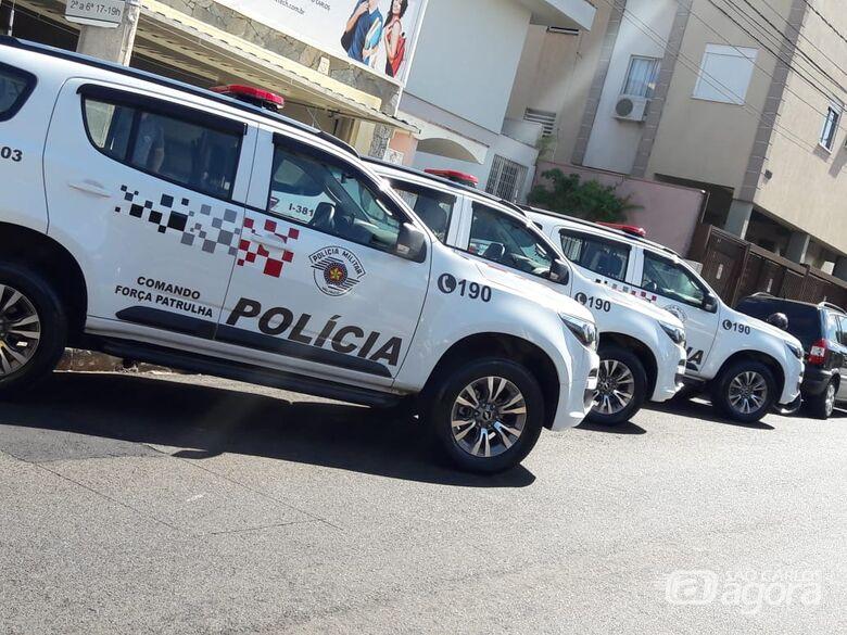 Viaturas da Polícia Militar na frente da sede da DIG, no Centro de São Carlos - Crédito: Maycon Maximino