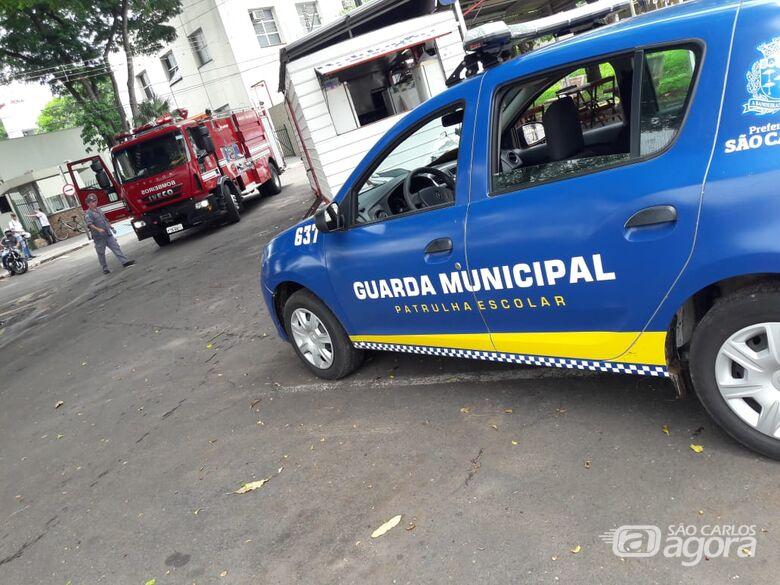 Guardas municipais convencem mulher a desistir de pular do viaduto 4 de Novembro - Crédito: Maycon Maximino